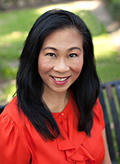Ellen Kostewicz is an agent with Pepine Realty in Gainesville, Florida who speaks Tagalog (Filipino).