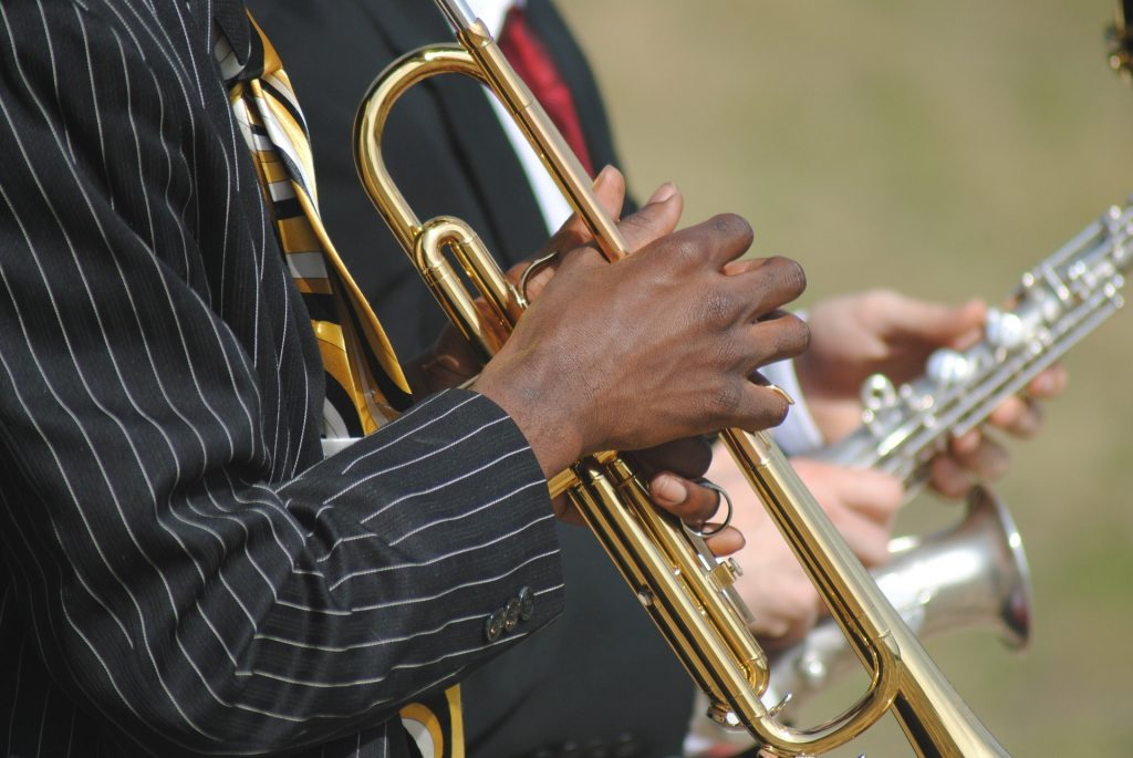 Play easy-listening or light jazz music during showings